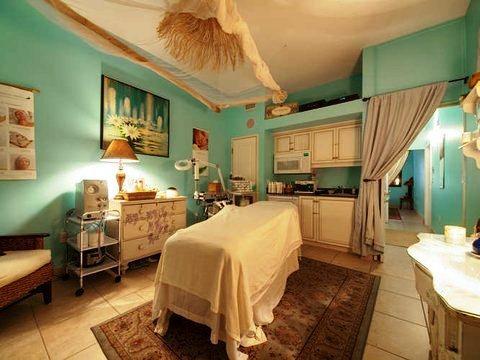Photo 2 - Tahitian Inn Hotel Cafe & Spa