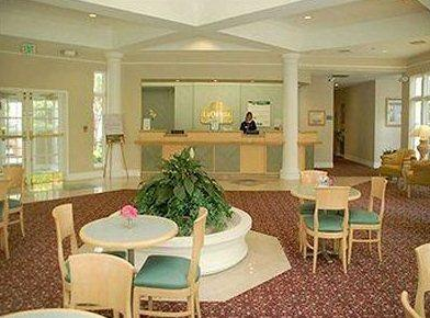 Photo 2 - La Quinta Inn Atlanta / Lenox-Buckhead
