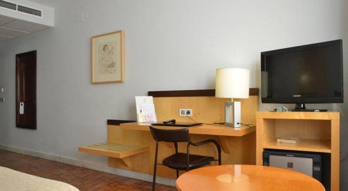 Photo 3 - Don Curro Hotel