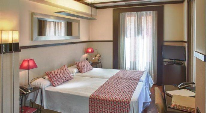 Photo 2 - Alminar Hotel