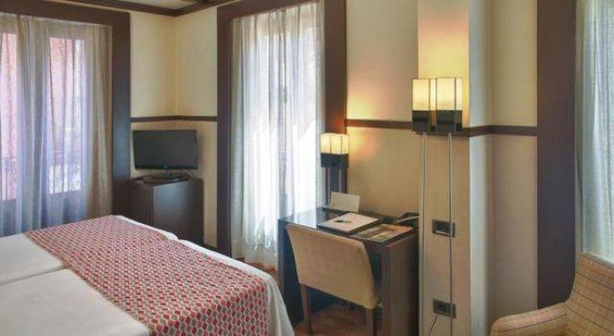 Photo 3 - Alminar Hotel