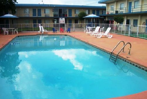 Photo 3 - Inn Towne Lodge