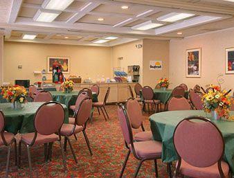 Photo 3 - Days Inn Scottsdale / Fashion Square Resort