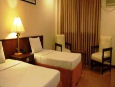 Photo 2 - De Luxe Hotel