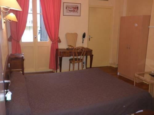 Photo 3 - Hotel Laperouse