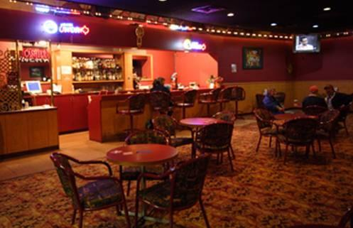 Photo 3 - Yellowhead Inn Edmonton