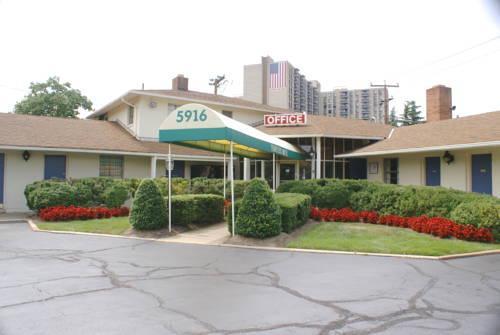 Photo 1 - Budget Host Travelers Motel