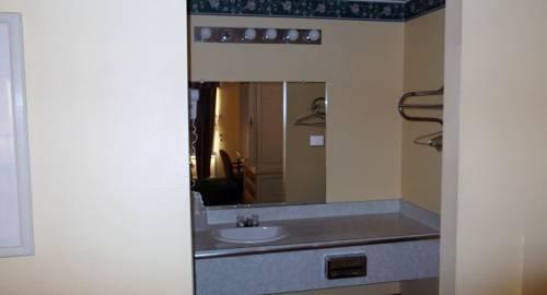Photo 2 - Sun Inn and Suites Kissimmee