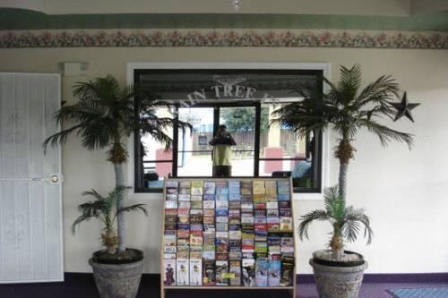 Photo 2 - Raintree Inn and Suites San Antonio