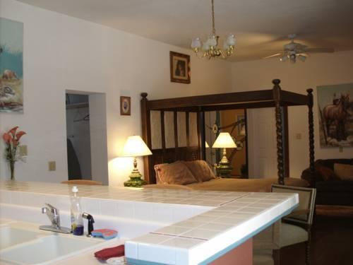 Photo 3 - Lundeen Inn of the Arts