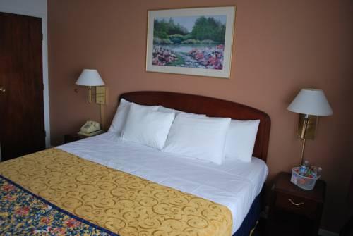 Photo 2 - Maverick Motel