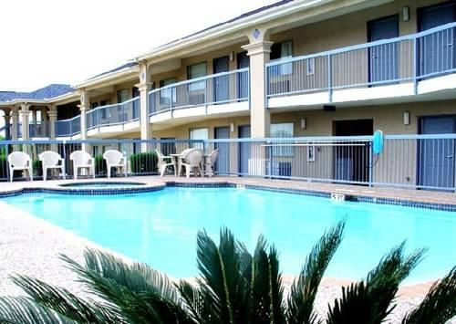 Photo 1 - Executive Inn & Suites New Braunfels