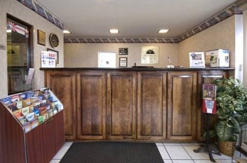 Photo 2 - American Eagle Inn Fayetteville