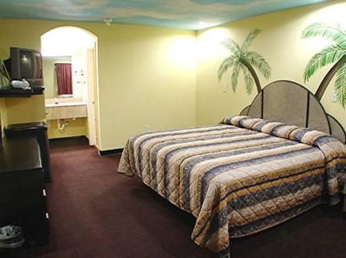 Photo 3 - Palace Inn San Antonio