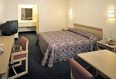 Photo 2 - Country Hearth Inn - Greenville