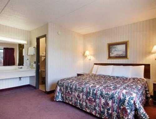 Photo 3 - Days Inn Harmarville