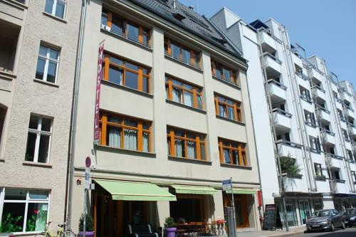 Photo 1 - Baxpax Downtown Hostel Hotel