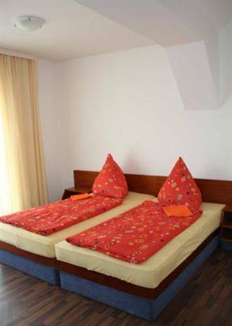 Photo 2 - Hotel Pension Maximum