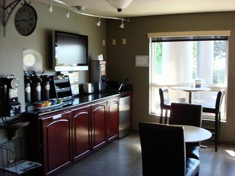 Photo 3 - Clackamas Inn & Suites