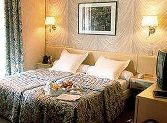 Photo 1 - Hotel Renoir Paris