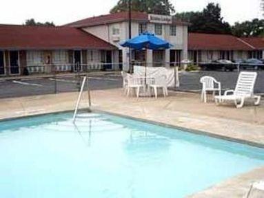 Photo 3 - Econo Lodge Cedar Point South