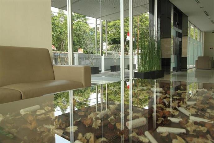 Photo 2 - Triniti Hotel