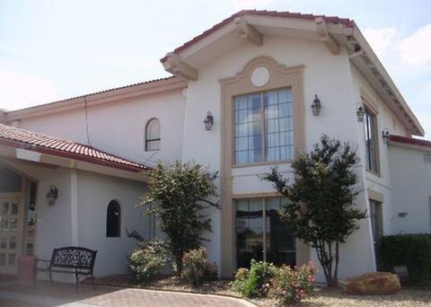 Photo 1 - Baymont Inn Oklahoma City South