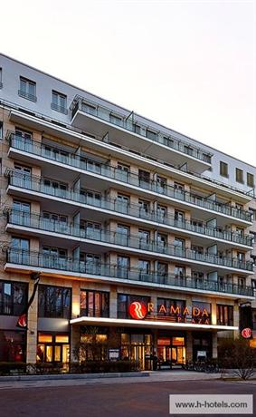 Photo 2 - Ramada Plaza City Centre Hotel & Suites