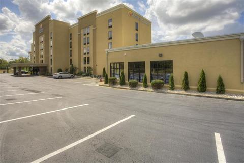 Photo 2 - Comfort Inn & Suites Lexington