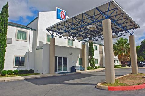 Photo 1 - Motel 6 New Braunfels