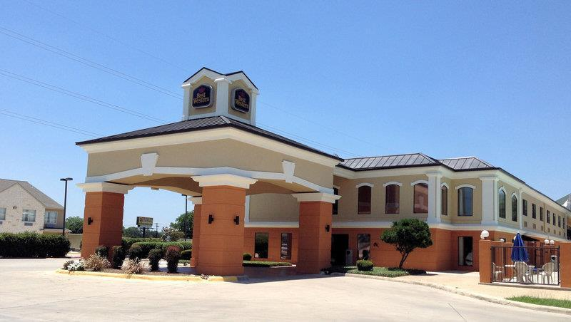Photo 1 - Best Western Inn & Suites New Braunfels