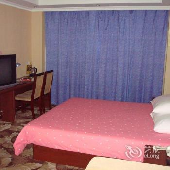 Photo 3 - Home Inn Hong Kong Road Middle Qingdao