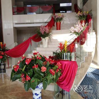 Photo 2 - Qingzhou Inzone Galand Hotel