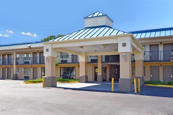 Photo 1 - BEST WESTERN Luxury Inn & Suites