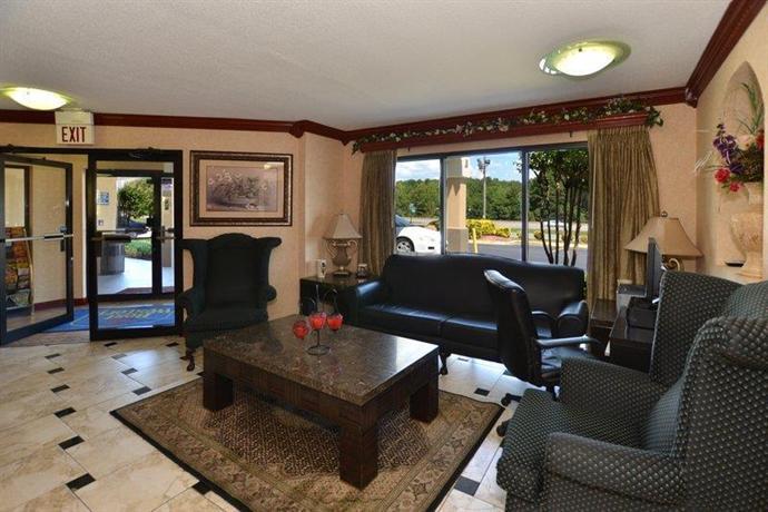 Photo 2 - BEST WESTERN Luxury Inn & Suites