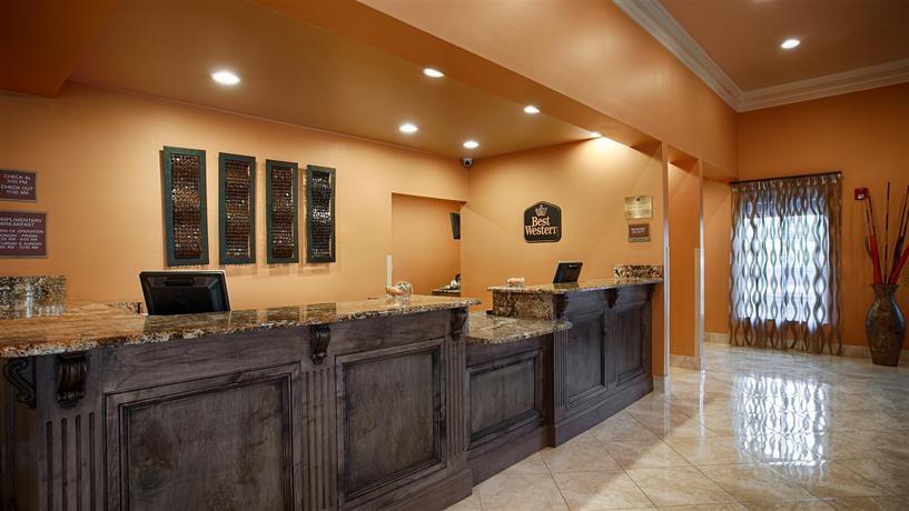 Photo 2 - America's Best Inn & Suites Lafayette Hotel
