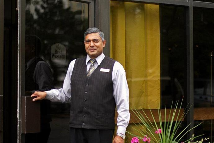Photo 2 - BEST WESTERN Roehampton Hotel & Suites