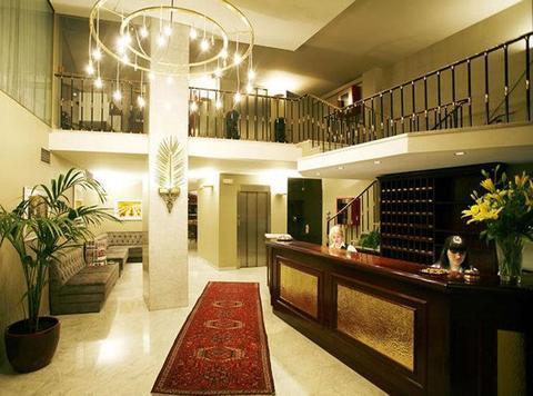 Photo 2 - Caledonian Hotel
