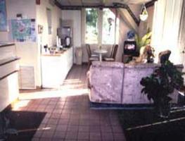 Photo 3 - Gainesville Knights Inn
