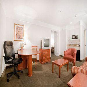 Photo 1 - La Quinta Inn & Suites Bakersfield