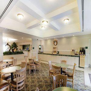 Photo 2 - La Quinta Inn & Suites Bakersfield