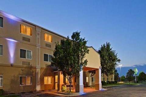 Photo 1 - Holiday Inn Express - Wichita Northeast