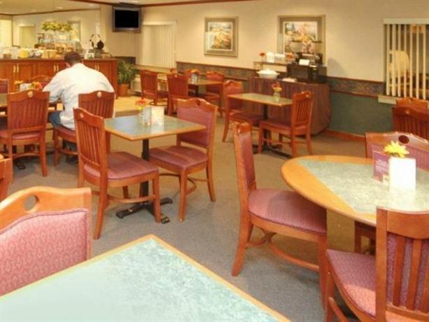 Photo 3 - La Quinta Inn Indianapolis Airport Executive Drive