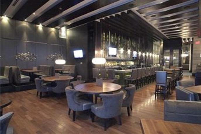 Photo 2 - Sandman Hotel & Suites Winnipeg Airport
