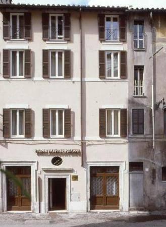 Photo 2 - Hotel Teatro Di Pompeo