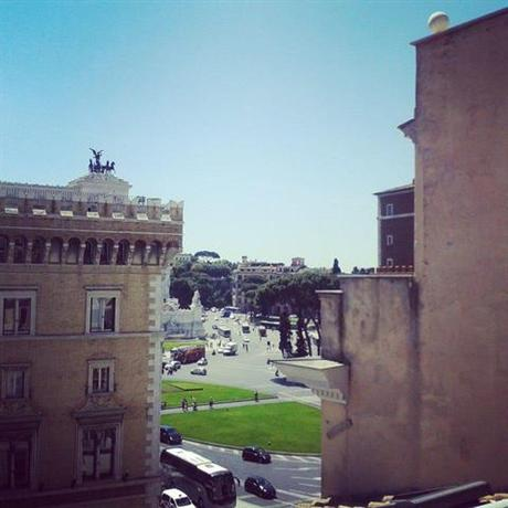 Photo 3 - Hotel Piazza Venezia Roma