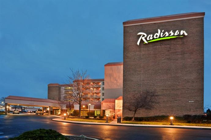 Photo 1 - Radisson Hotel Cleveland Airport