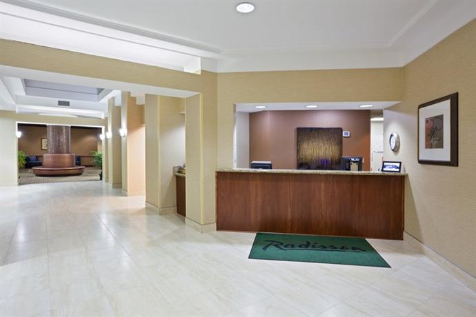 Photo 2 - Radisson Hotel Cleveland Airport