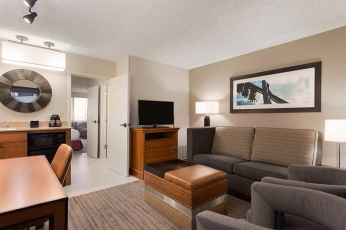 Photo 1 - Embassy Suites Hotel Orlando - International Drive / Jamaican
