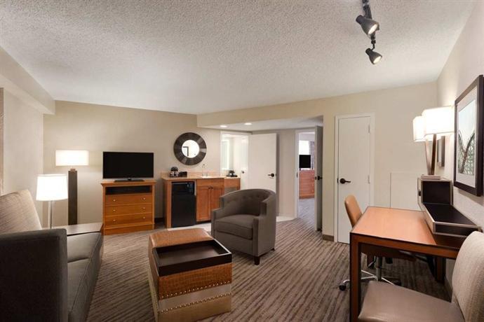 Photo 2 - Embassy Suites Hotel Orlando - International Drive / Jamaican